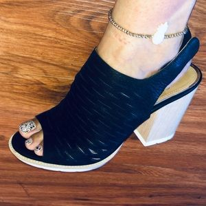 Linea Paolo Soft Black Leather Peeptoe Sandals 8.5